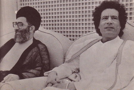 معمر قذافی دیکتاتور لیبی در کنار علی خامنه ای دیکتاتور ایران