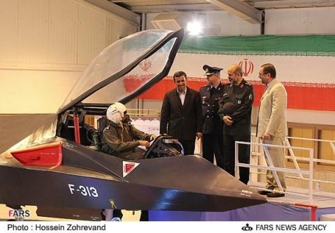 """به نظر میرسد که تصاویر منتشر شده از هواپیمای """"قاهر ۳۱۳""""، تنها مربوط به یک ماکت کوچک میباشد!"""